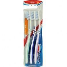 Зубная щетка Флекс Трио AQUAFRESH